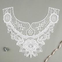Воротник пришивной. Вышивка: цвет белый. Размер 29,0 × 25,0 см.